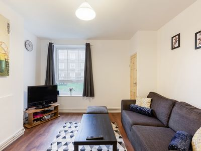 Photo for Sunny 2 Bedroom Flat in Canary Wharf 3 min to Stn