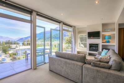 Diamond Villa! Stunning views of the lake, mountains and Queenstown from the entertainment lounge. With two sets of double doors leading onto the open private spacious balcony. Fully double glazed.