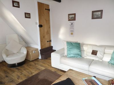 Photo for Award winning pet friendly 3 bedroom paddock  cottage, with garden, and parking