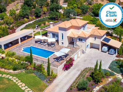 Photo for Top villa, 12 people, heated swimming pool *, lounge area, sea view