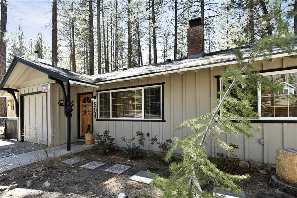 3 Little Bears Cabin - Walk to ski shuttle, WiFi, and gas grill!