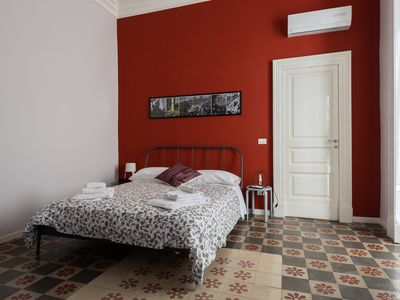 Photo for Umberto lodges, spacious apartment in the heart of Catania