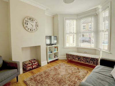 Photo for ALL HOME COMFORTS | 2 BED 2 BATH HOUSE | GREATER LONDON
