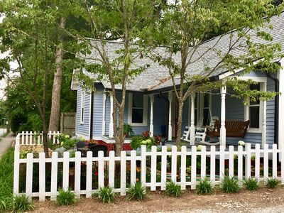 Photo for 3/2 Downtown Garden Craftsman • S. Oaklawn Ave.  •Steps to Main and Downtown!