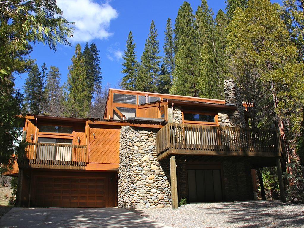 The Summit House In Yosemite