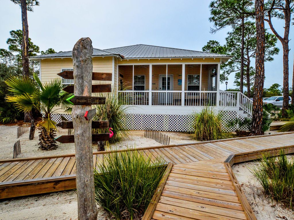 Cute cozy cottage with amenities galore book your vacay for Gulf shore cottages