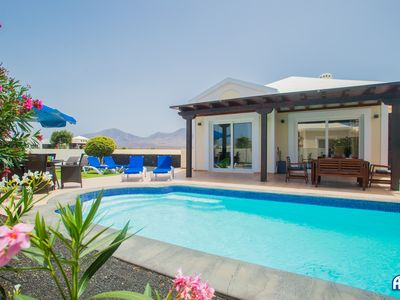 Photo for Fabulous 4 bedroom villa situated in a quiet residential area.