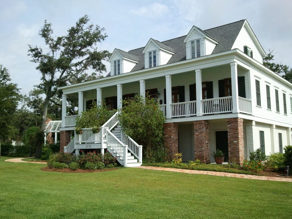 Beautiful beachfront home vrbo for Home builders ms