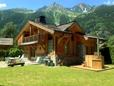 Photo for Beautiful chalet with sauna 2 minutes from Chamonix slopes. Spa access