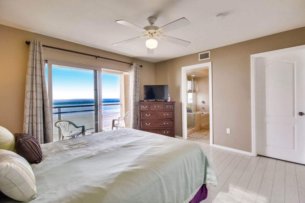 Great family oceanfront condo 2 floors with groundfloor for Tandem flooring