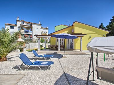 Photo for Holiday home for sole use in Medulin with 3 bedrooms, 2 bathrooms, air conditioning, WiFi, table football, garage, BBQ and only 400 meters to the sandy beach