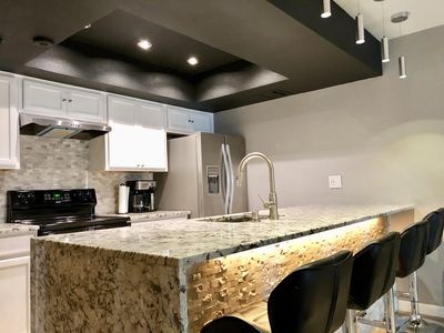 Old Town Scottsdale - Luxury Remodel (Walk to Spring Training Fields)