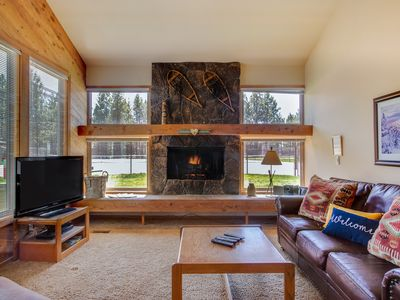 Photo for Modern mountain lodge with antique decor - SHARC passes included!