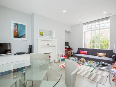 Photo for 1 Bedroom in a charming apartment block just behind famous Kings Road