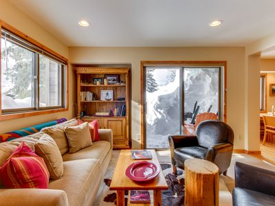 Photo for Charming condo with shared Bluff pool,  and hot tub gorgeous mountain views