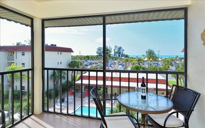 Photo for Great Location! 1B/1B unit top floor with views of La Siesta Pool and Siesta Beach
