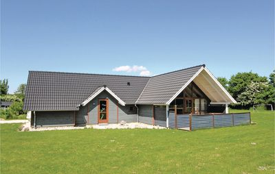 Photo for 4 bedroom accommodation in Humble