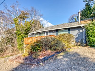Photo for Dog-friendly home w/ shared tennis - walk to the beach!