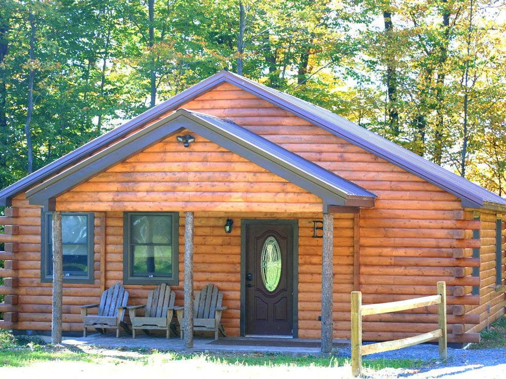 Rustic yet modern log cabin cayuga wine tr vrbo for Modern log house