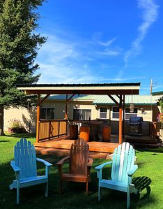Cutthroat Cabin with private entry, private deck and your own BBQ