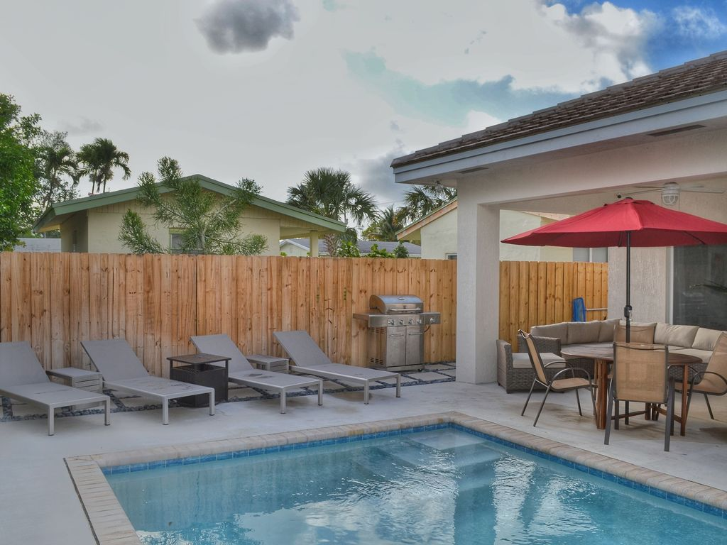 Coral reef villa new construction 3 bed 2 bath with for Virtual pool builder