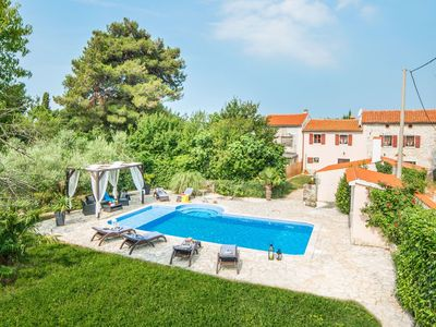 Photo for Beautiful villa for 10 persons in a quiet area with private pool, beach at 10 km