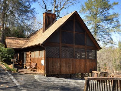 Near Pigeon Forge, Great Price, FREE Area Attraction Tickets.