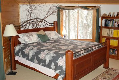master broom/ king bed/ private bath/