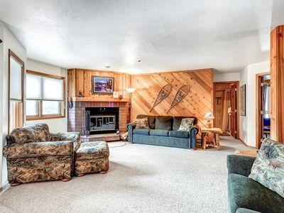 Photo for Lovely condo with a mountain feel, in-town with access to everything!