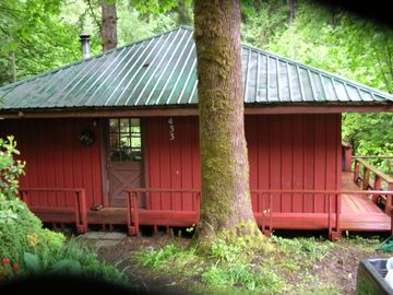 'Volcano Country' Creek Side Cottage Retreat