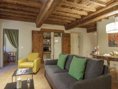 Photo for Demidoff Silver apartment in Oltrarno with WiFi & integrated air conditioning.