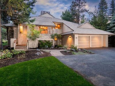 Photo for 16 Tan Oak Lane: 5 BR / 3.5 BA home in Sunriver, Sleeps 10