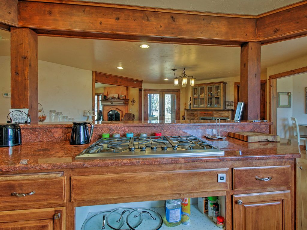Rural 3BR Bend House on 5 Acres - Mins to Town!