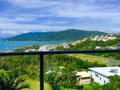 Photo for Luxury Apartment, Central Airlie Beach 2 Bedrooms, 5 mins walk to Main Street