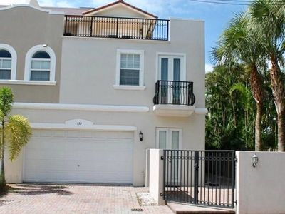 Photo for 3 Bedrooms with RoofTop,close to Everything in FLL