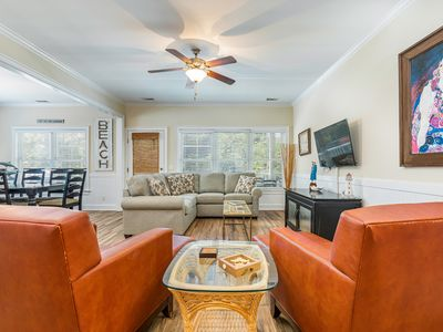 Pet Friendly 1 Block to Beach, Great for Large Groups