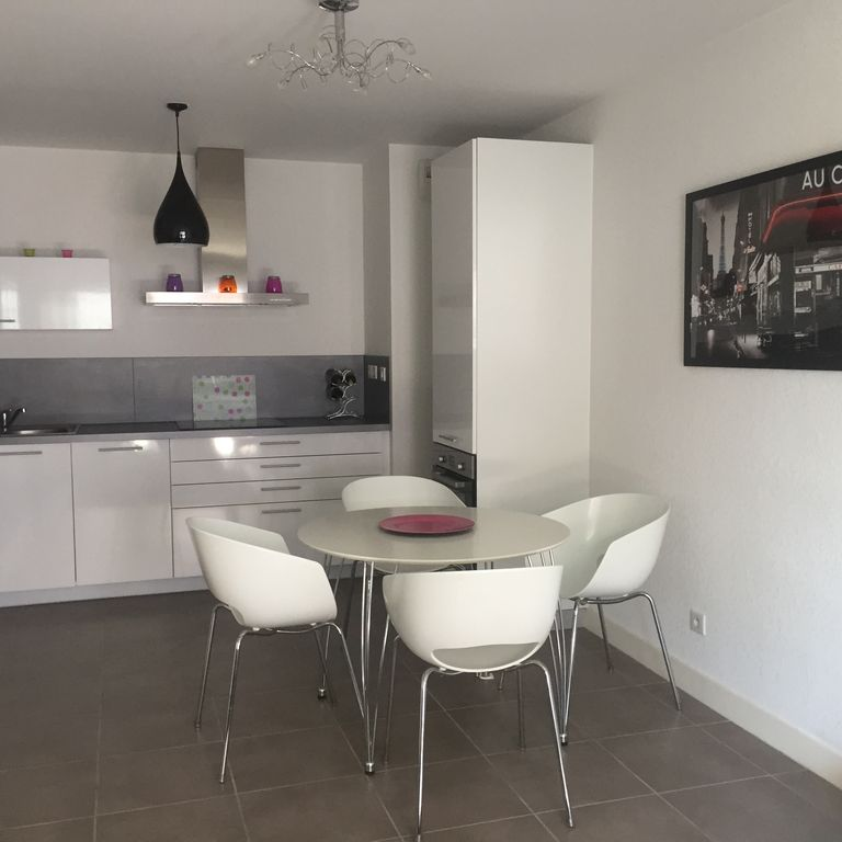 Modern Apartment Type T2 10 Minutes Walk From The Bay Of