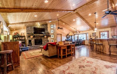 Luxury SKI-in/SKI-out thru backyard! Incredible Reviews/Hot Tub/Games!