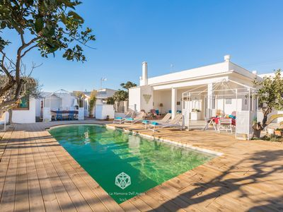 Photo for Villa with private pool, direct access to the beach, garden, free Wi-Fi