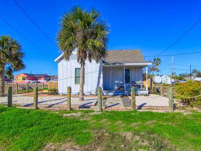 Photo for Quaint 1 bedroom cottage in the heart of Port Aransas!