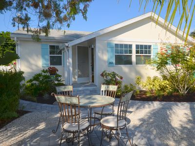 Charming Beach Cottage in Naples Park Mercato and Beach in Walk Distance