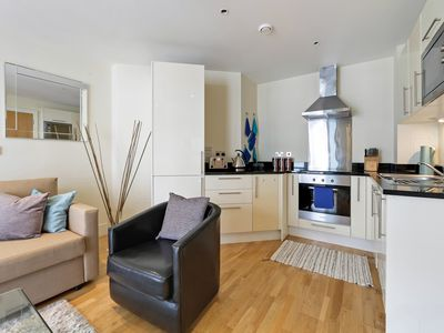 Photo for Stunning one Bedroom Apartment in Canary Wharf 526DH