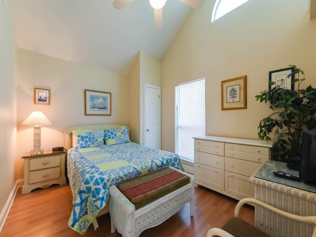 rooms destin cottages states florida right nantucket beach fl from rainbow in b the united rent across cottage houses for street