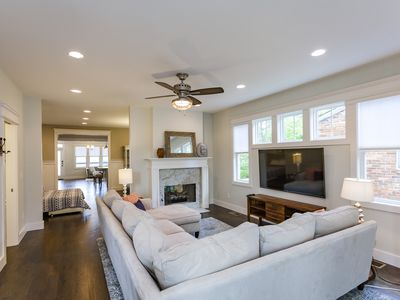 New, Pristine Craftsman only 1.5 miles to downtown Nashville!