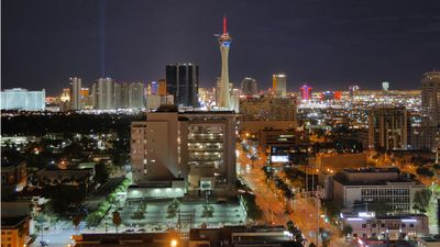 Modern High Rise View Condo Of Las Vegas Strip In The Heart Of The Downtown Dist