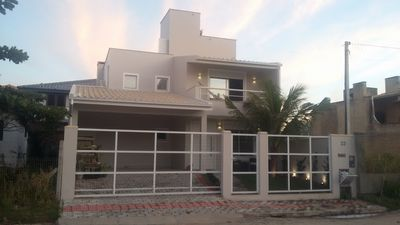 Photo for Beautiful house in the center of Garopaba and 100 meters from the central beach.