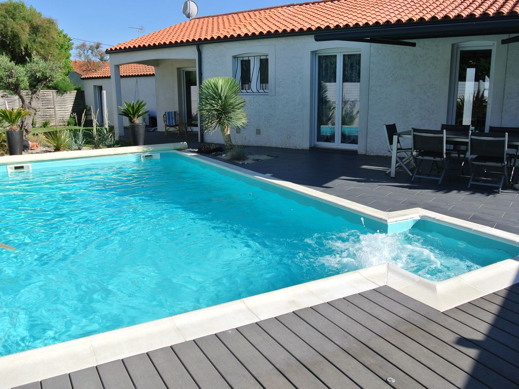 Villa 6 pers bord de mer piscine privative chauff e les for Piscine les sables d olonne