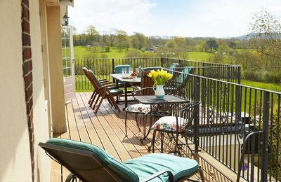 Photo for Underwood House, sleeps 12 within easy reach of Bath,  offers spacious comfortable accommodation.