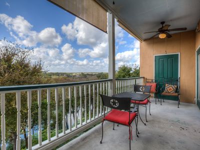 Guadalupe Riverfront in GRUENE! Beautiful Views From Outdoor Balcony!