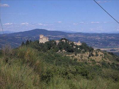 Charming Tuscan Villa - walking distance to 11th century Castle